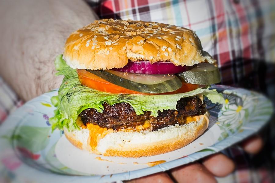 Чизбургер на мангале
