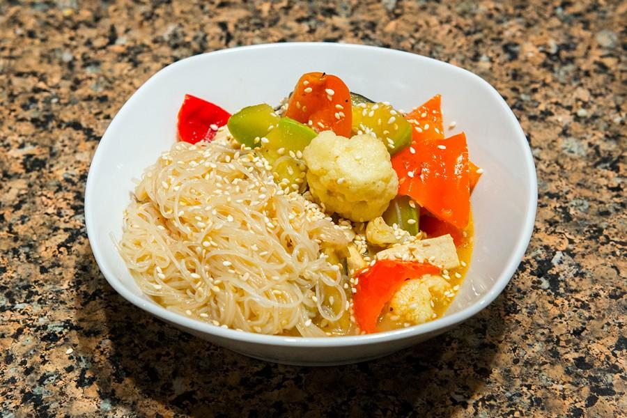 Фунчоза с тофу и овощами
