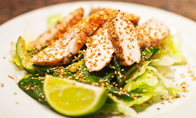 Австралийский салат с курицей
